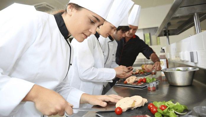 định cư Canada theo diện lao động với công việc đầu bếp