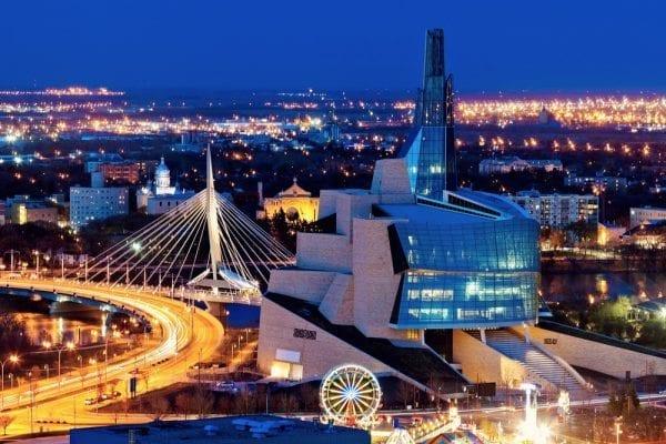 Canada có nền kinh tế phát triển thu hút nhiều người lao động và du học sinh