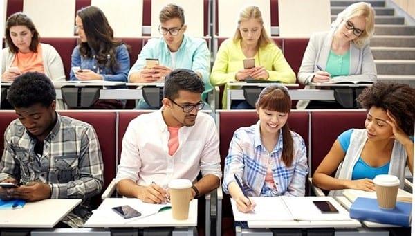 Học phí chương trình thạc sĩ là từ 18,000 đến 30,000 CAD/ năm
