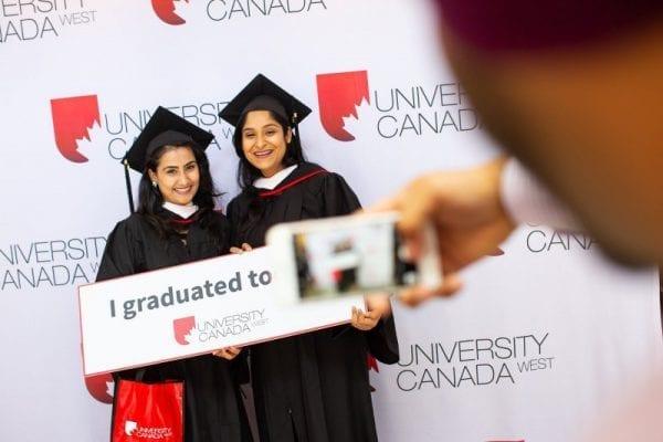 Cơ hội nhận học bổng lên tới 18,900 CAD