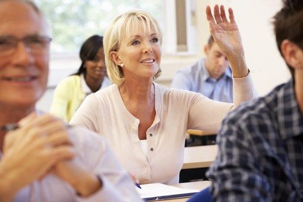 Độ tuổi càng lớn thì việc xin visa du học càng khó khăn