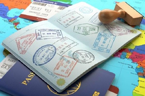 Hộ chiếu có nhiều dấu mộc du lịch sẽ là điểm cộng khi xin visa Canada