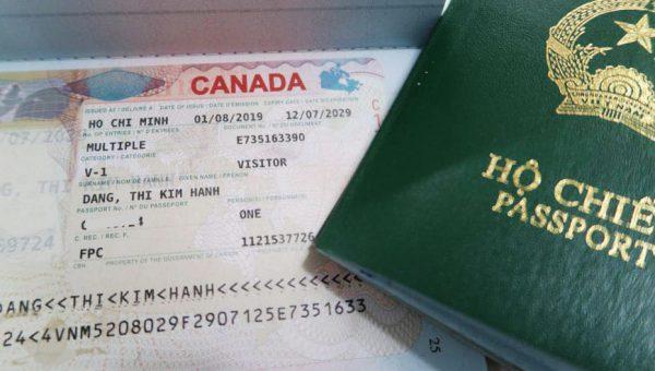 Cần nộp passport khi xin visa