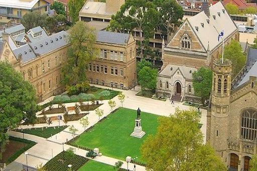 trường Adelaide Úc