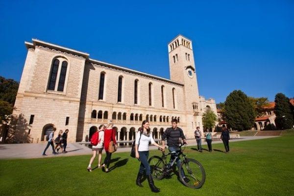 Trường Đại học Tây Úc là trường công lập thuộc bang Tây Úc
