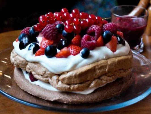 Hương vị kem béo ngậy kết hợp hoàn hảo với độ giòn rụm của vỏ bánh tạo nên một trải nghiệm đáng nhớ