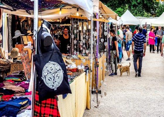 Chợ Glebe bày bán rất nhiều mặt hàng độc đáo