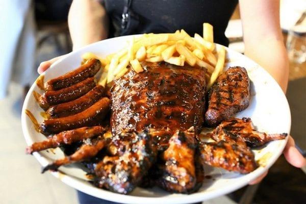 Sườn nướng và bít tết nướng lửa nhất định phải thử ở Sydney