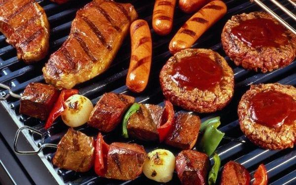 Tham dự những bữa BBQ còn được xem là một thú vui của người dân Úc