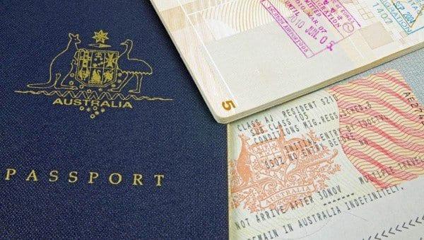 Để thuận lợi xin được visa bạn nên cung cấp nhiều giấy tờ chứng minh tài chính