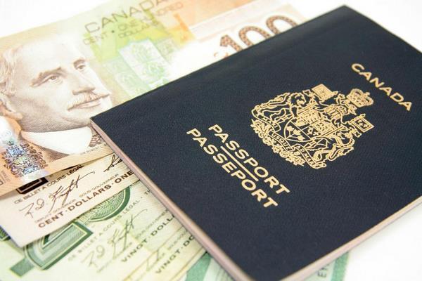 Lệ phí xin visa Canada là 150 USD