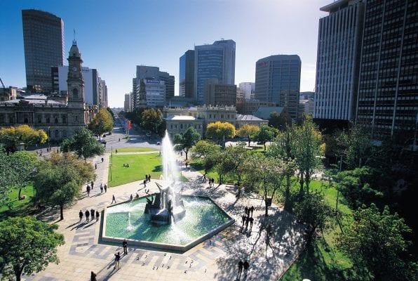 Quảng trường Victoria là nơi tập trung rất nhiều tòa nhà quan trọng hàng đầu của Úc