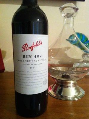 Rượu vang là yếu tố lớn tạo nên nét đặc sắc trong ẩm thực Úc