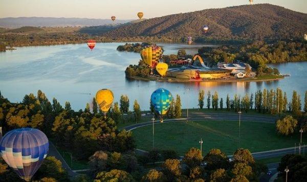 Canberra cùng với những gam màu sắc khinh khí cầu trên cao