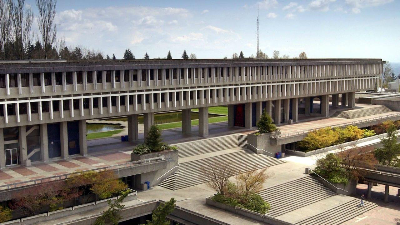 FIC là trường cao đẳng liên kết chính thức với đại học Simon Fraser