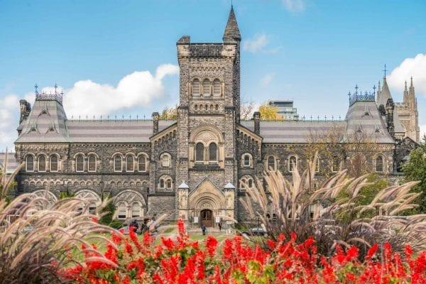 Toronto University - Trường đại học đầu tiên tại Canada