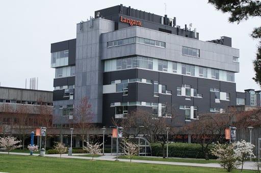 Langara College là 1 trong 3 trường cao đẳng công lập lớn nhất ở Vancouver