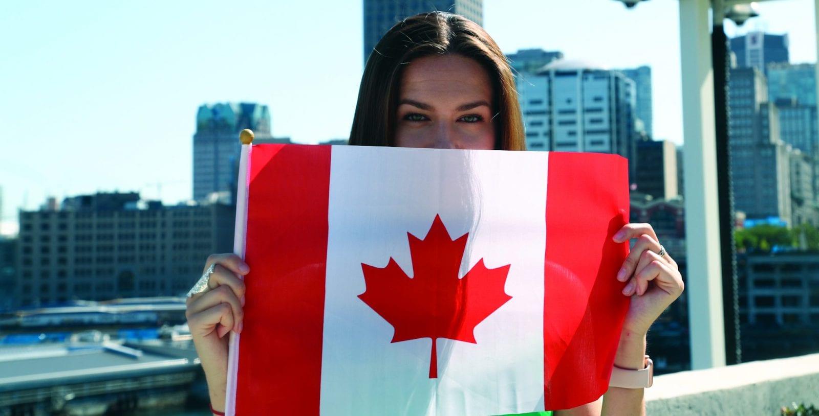 quốc kỳ canada, quốc kỳ của canada, quốc kỳ canada có hình lá gì, ý nghĩa quốc kỳ canada, lá trên quốc kỳ canada, biểu tượng quốc kỳ canada, hình ảnh quốc kỳ canada, quốc kỳ của nước canada, ý nghĩa của quốc kỳ canada